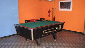 Kulečníkový stůl v hospodě